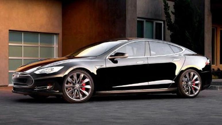 Jeep'den sonra bu kez Tesla Model S hacklendi!