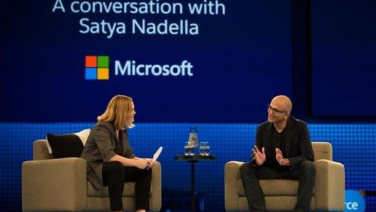 Cortana yanlış cevap verince Microsoft CEO'su kalabalık önünde rezil oldu