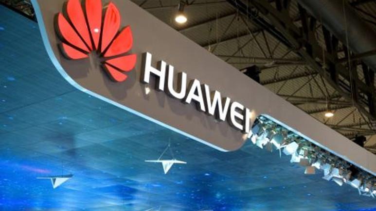 Huawei P9 kameralara poz verdi