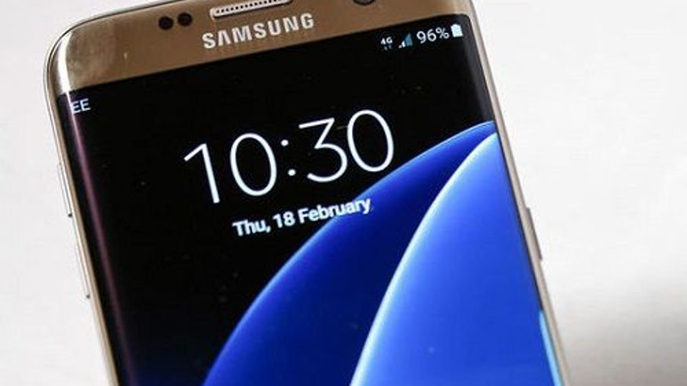 Kavisli ekrana sahip telefonlara yenileri ekleniyor