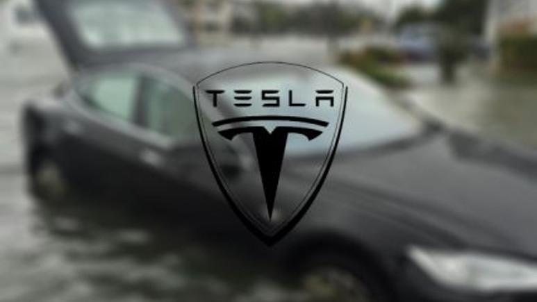 Tesla Model S yüzebiliyor mu ? (Video)