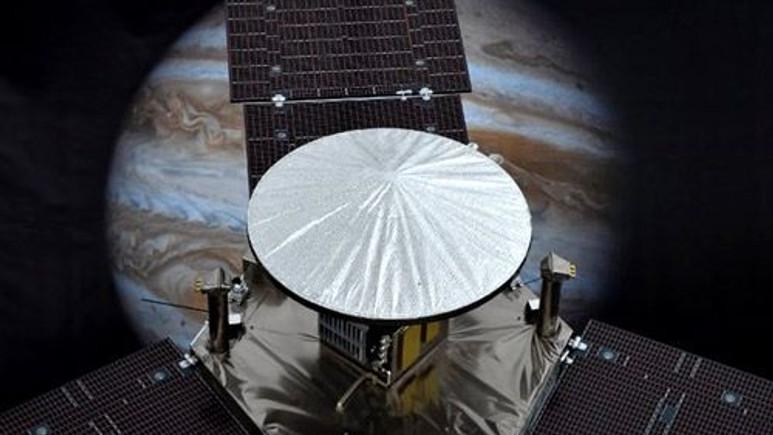 Juno'nun Jüpiter'den çektiği ilk görüntüler...