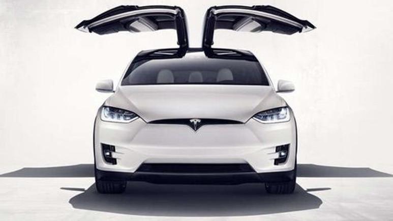Tesla, 11 bin Model X otomobilini geri çağırıyor!