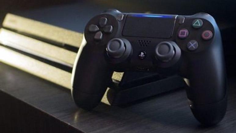 PlayStation 4 Pro ısındı ve kasası eridi!