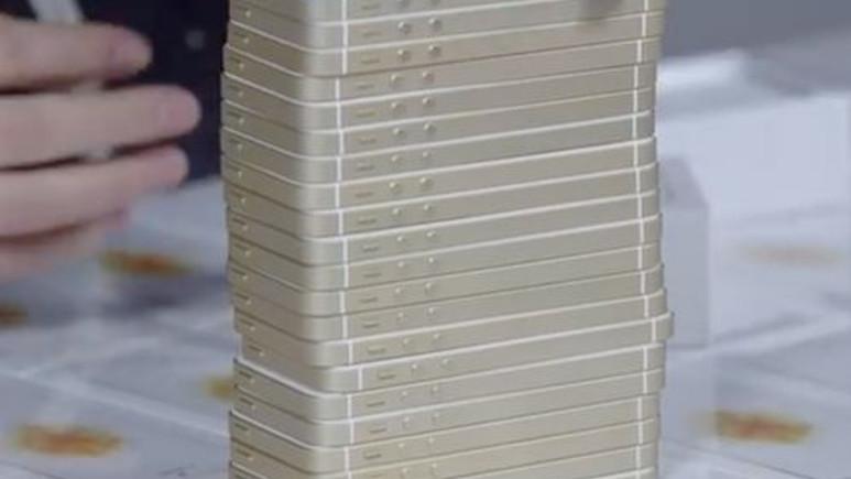 108 adet iPhone ile Jenga oynadı!