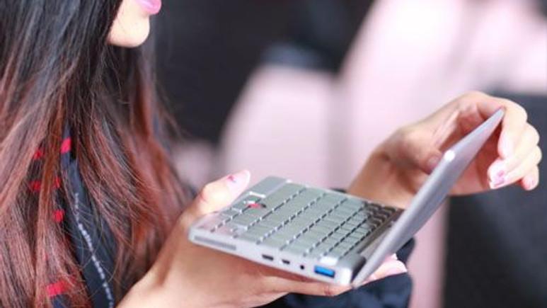 İşte dünyanın en küçük dizüstü bilgisayarı!