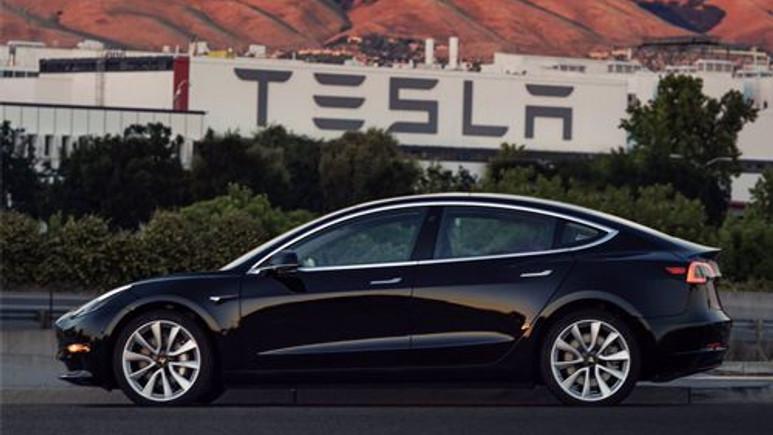 İşte ilk üretim Tesla Model 3!
