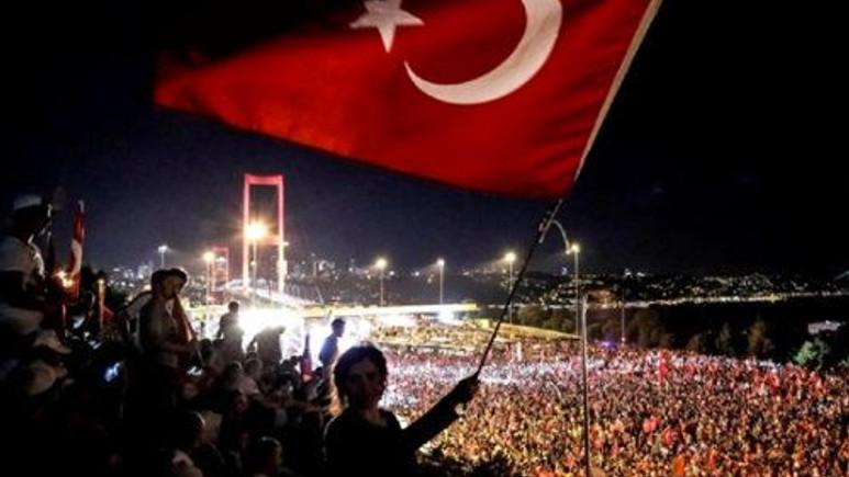 Turkcell, Vodafone ve Türk Telekom'dan 15 Temmuz hediyesi!