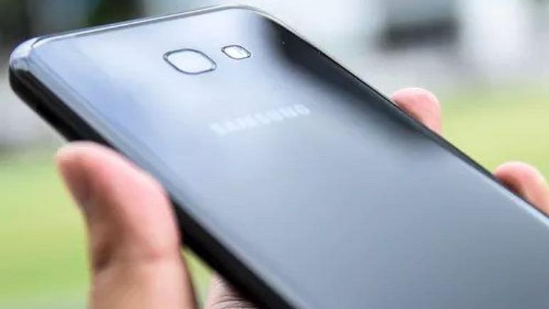 Galaxy A7 (2017) yakında Android Nougat alacak!