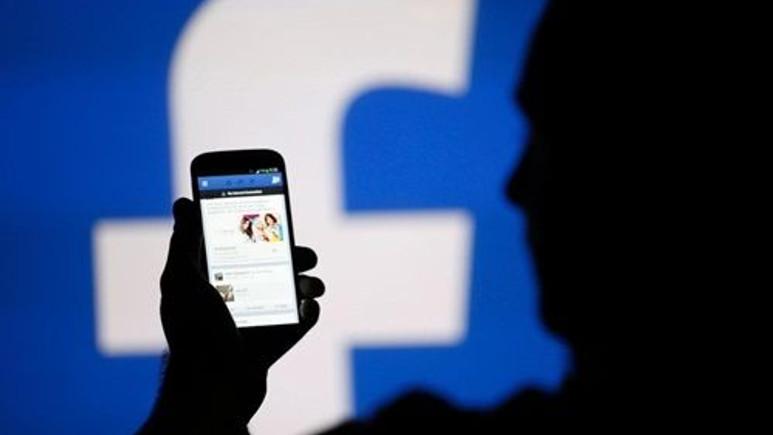 Facebook renkleniyor!