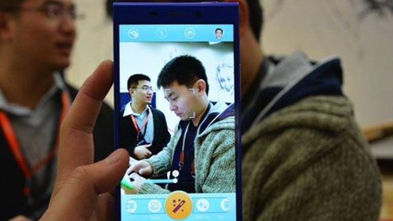 Dünyanın en harika akıllı telefonuna yakından bakın!
