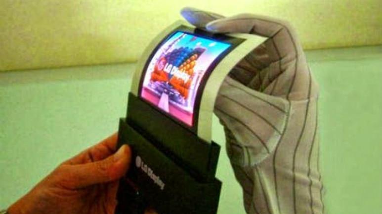 LG'den esnek ekranlı phablet akıllı telefon geliyor