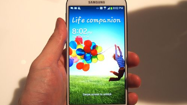 Galaxy S4 yine yandı! (Video)