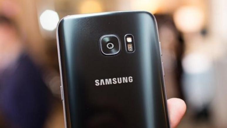 Galaxy S7 edge'in parlak siyah versiyonu çarpıcı görünüyor