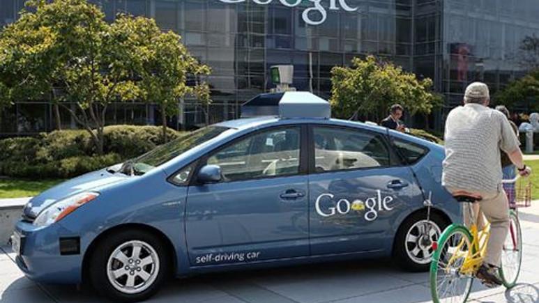 Google'ın sürücüsüz arabasının kaza görüntüleri ortaya çıktı (Video)