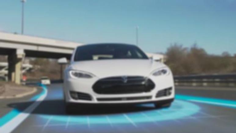 Tesla'nın otopilotundan bir kaza daha!