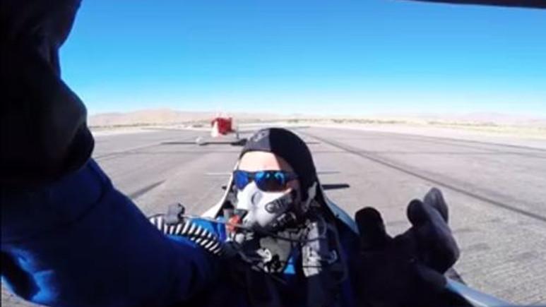 İki uçak pistte çarpıştı! [Video]