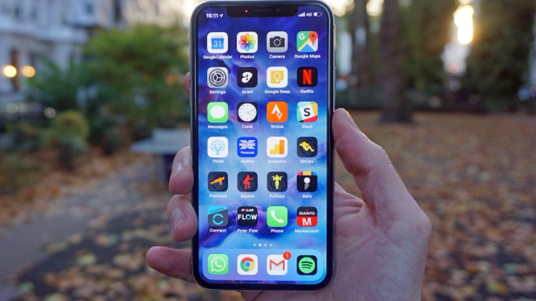 iPhone X, yılın en ilginç akıllı telefonlarına karşı! (Video)