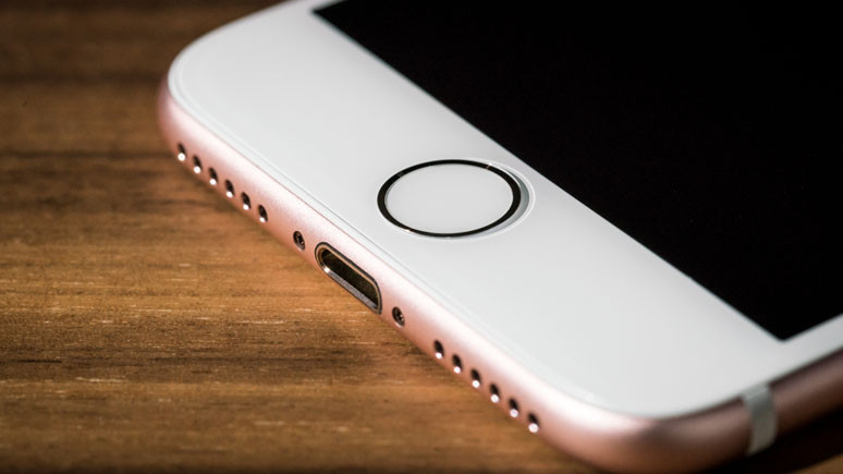 iPhone pilleri Apple Mağaza'larında patlıyor!