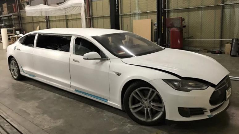 Limuzin yapılan Tesla Ebay'de satışa çıkarıldı