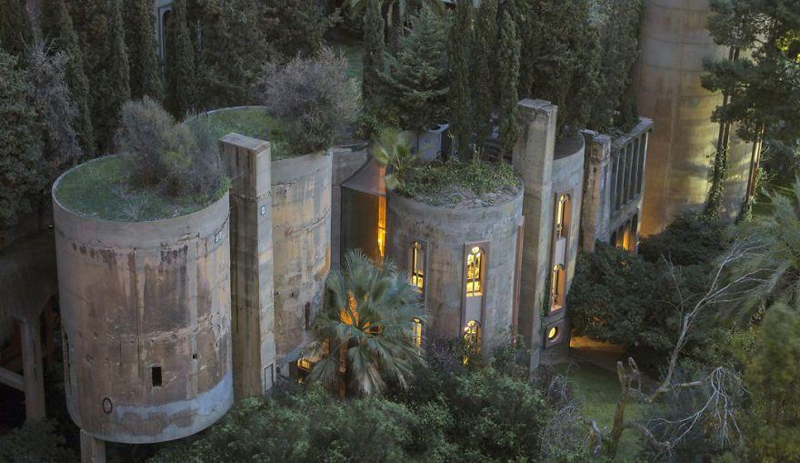 Çimento fabrikasından muhteşem bir ev yaptı - Page 1