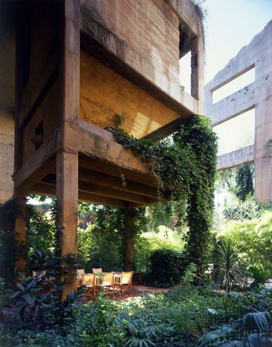 Çimento fabrikasından muhteşem bir ev yaptı - Page 4