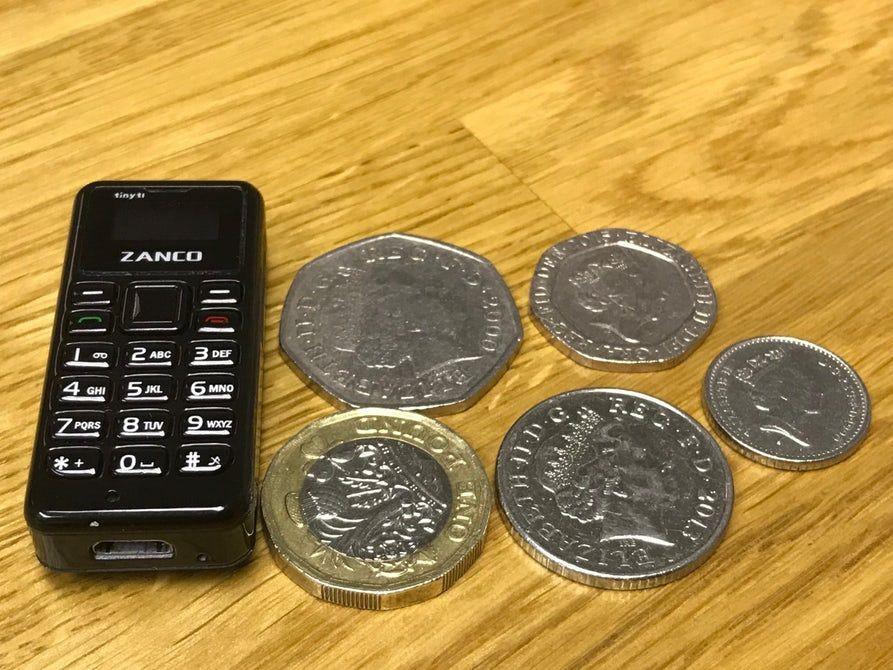 Dünyanın en küçük telefonu Tıny t1'in tüm resmi görüntüleri - Page 4
