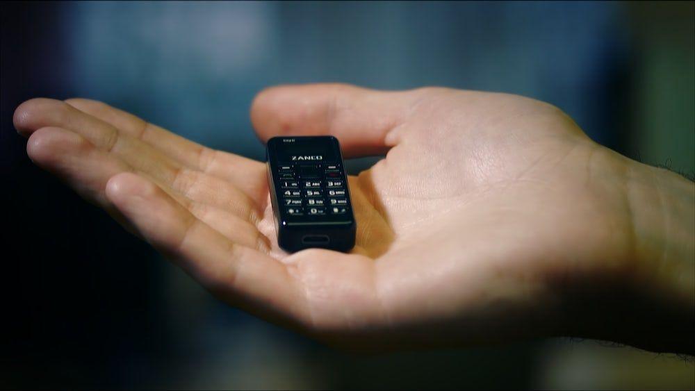 Dünyanın en küçük telefonu Tıny t1'in tüm resmi görüntüleri - Page 3