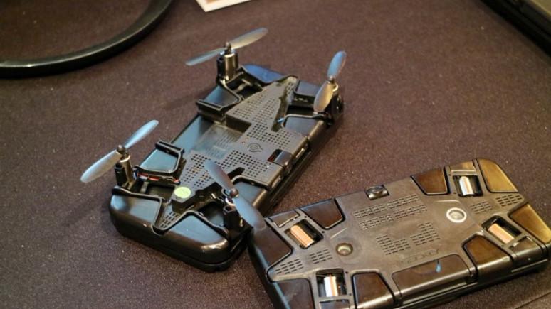 Telefon kılıfına gömülü selfie drone: Selfly