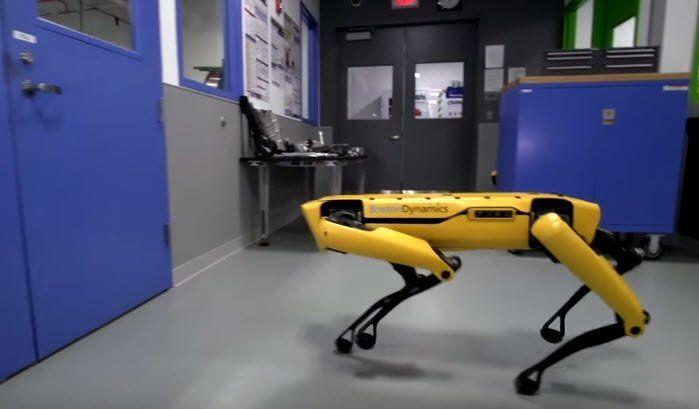 Bir robot başka bir robotun dışarı çıkmasına yardım etti - Page 4