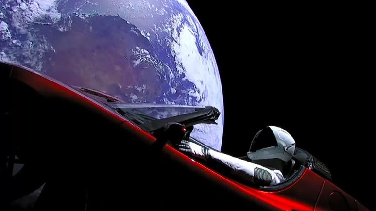 Tesla Roadster'ın dünyaya çarpma ihtimali var!
