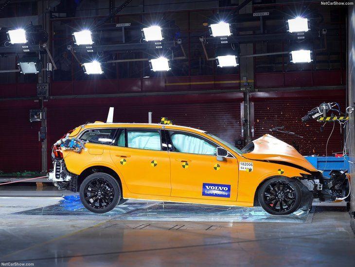 Volvo'nun yeni modeli V60 gün yüzüne çıktı - Page 2
