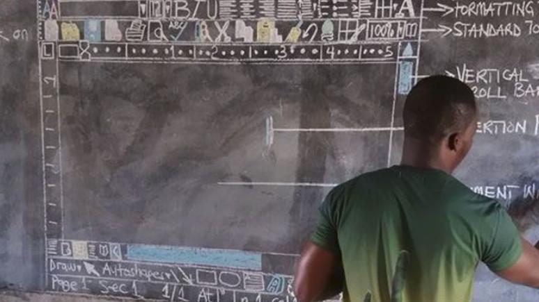 Microsoft'tan, kara tahtada Word dersi veren öğretmene büyük jest