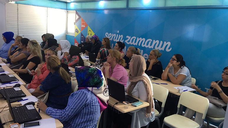 Türk Telekom kadınlara teknoloji eğitimi verecek