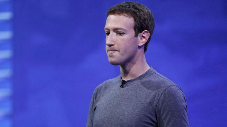 Mark Zuckerberg servetine servet kattı