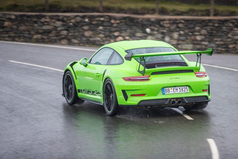 Yeni asfalt canavarı Porsche 911 GT3 RS - Page 2