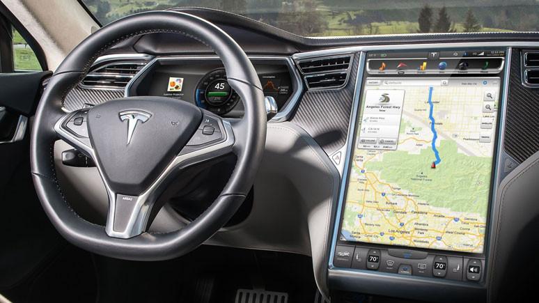 Direksiyonda olmayan Tesla sürücüne büyük ceza!
