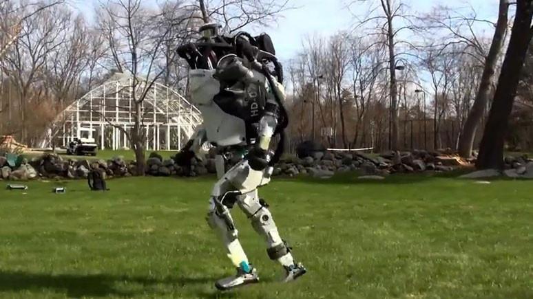 Koşuya çıkan robot şaşırtıyor (Video)