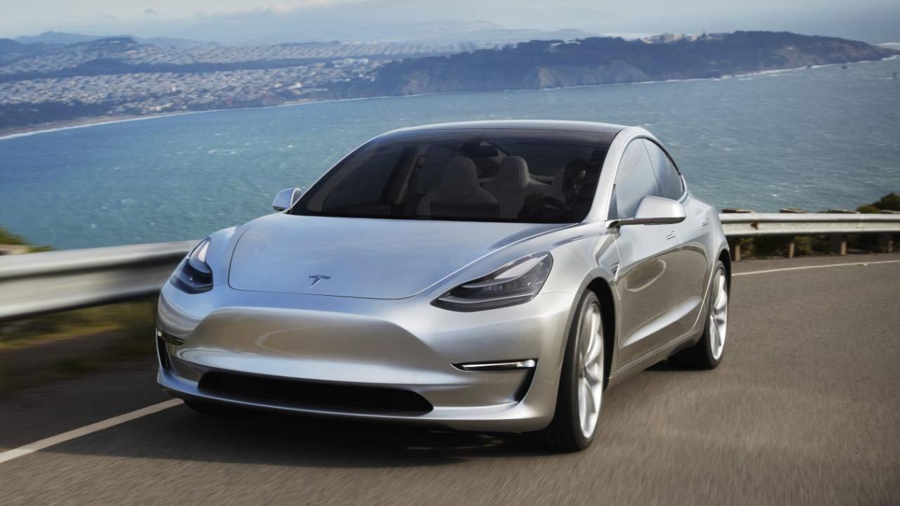 Tesla'nın aracı yine kazaya karıştı!
