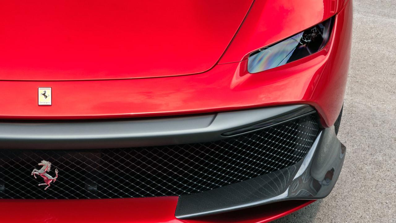 Ferrari SP38 sonunda yüzünü gösterdi!