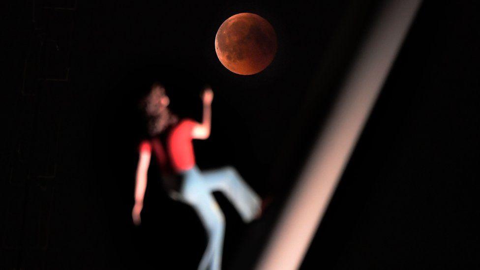 Tüm çıplaklığıyla Kanlı Ay Tutulması! - Page 4