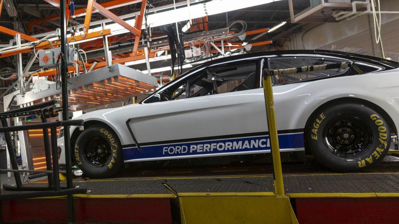 İşte karşınızda 2019 Ford Mustang Monster Energy NASCAR! - Page 3