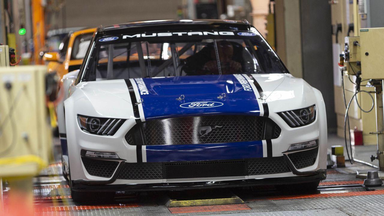 İşte karşınızda 2019 Ford Mustang Monster Energy NASCAR! - Page 4