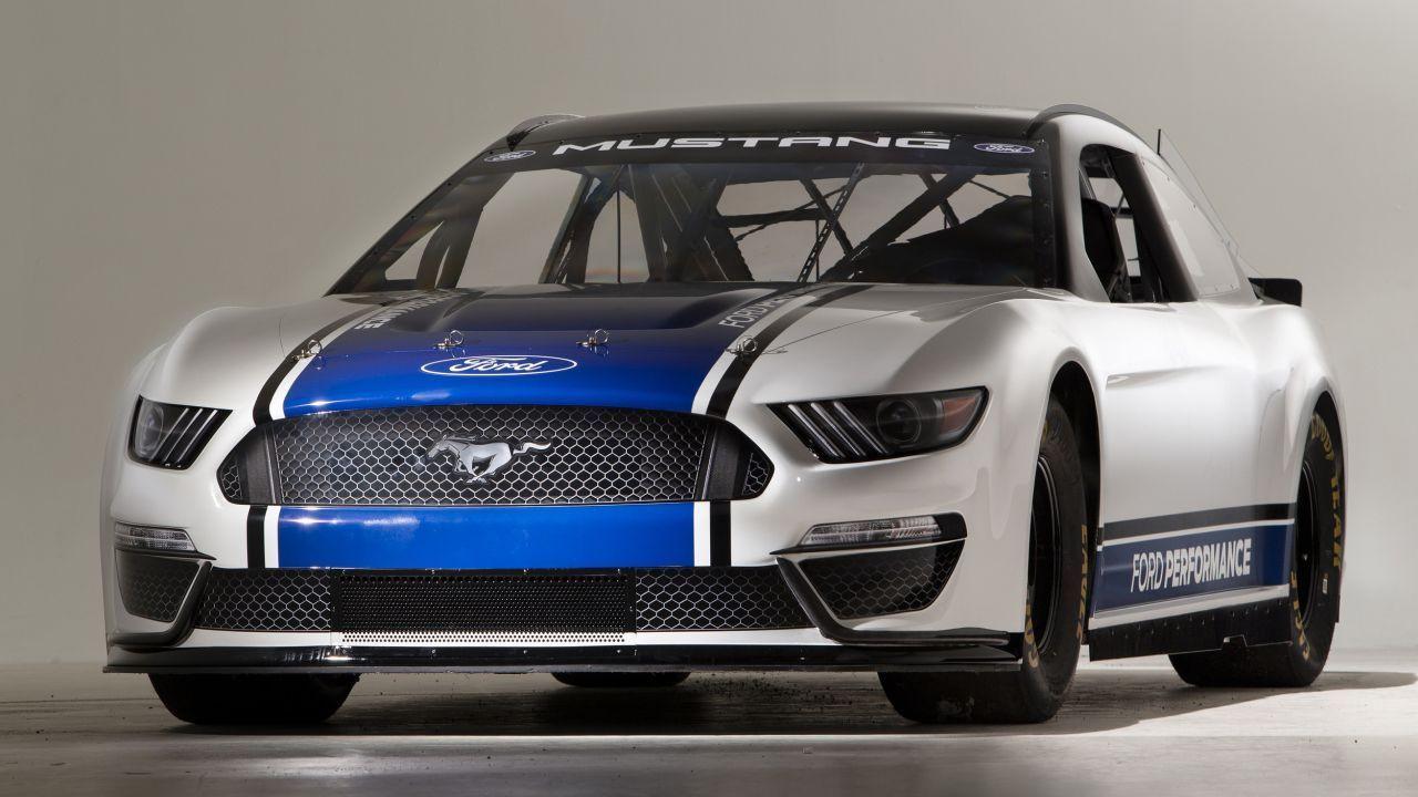 İşte karşınızda 2019 Ford Mustang Monster Energy NASCAR! - Page 2