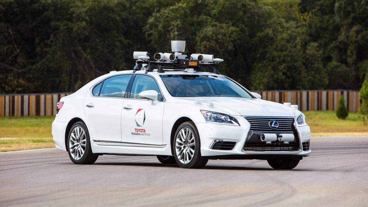 Toyota'dan Uber'e otonom sürüş yatırımı