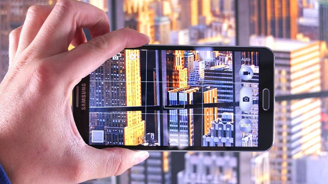 Dört kameralı Samsung telefon geliyor!