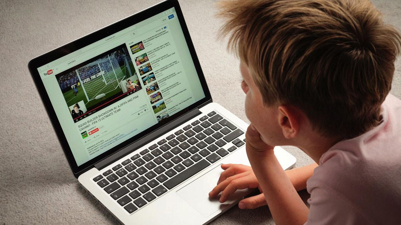 Çocuklar YouTube'da daha fazla zaman geçiriyor