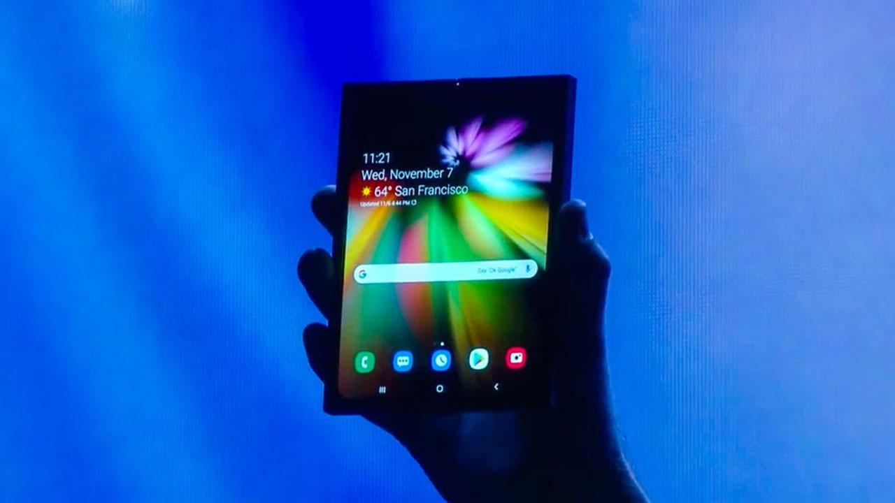 Samsung sonunda katlanabilir telefonu gösterdi (Video)
