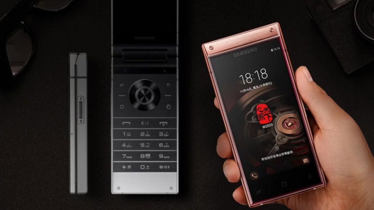 Samsung W2019 telefonun fiyatı dudak uçuklattı