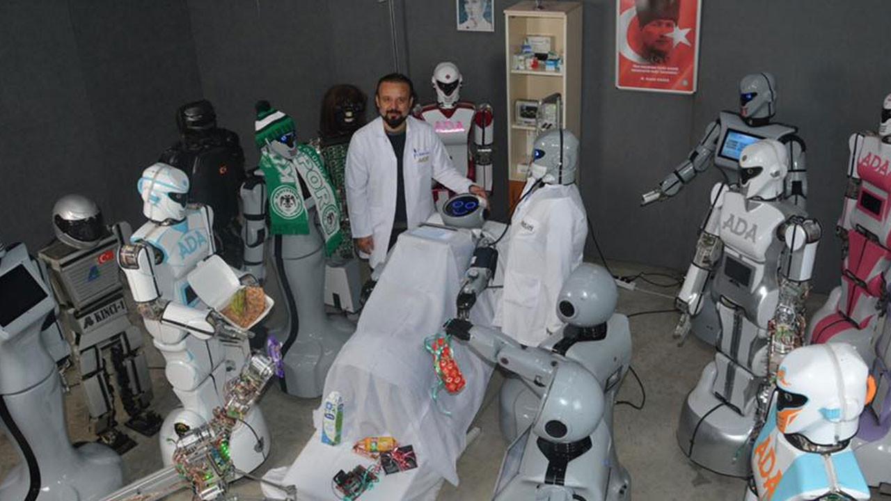 Sahneden düşen robotu arkadaşları ziyaret ettiler